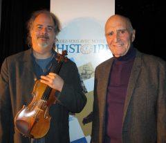 Éric Favreau, artiste du violon traditionnel et Jean Duberger, ethnologue.