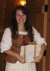 Pour sa part, Sophie Lemelin-Guimond, étudiante en ethnologie et guide-animatrice au Moulin des Jésuites, s'est mérité la collection complète de la revue Rabaska. Photo Y. Chouinard