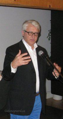À son tour, monsieur Laurier Turgeon parle d'abondance de la nouvelle application pour iPhone et iPad, «Découvrir Québec» dont il a dirigé la production comme responsable de la Chaire de recherche du Canada en patrimoine ethnologique. Photo Y. Chouinard
