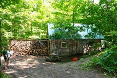 La nouvelle cabane de M. Perreault, réplique exacte de l'ancienne. Photo Bernard Genest.