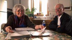 Francine Brunel-Reeves-Reeves recueillant des chansons traditionnelles auprès d'Alphonse Morneau de Charlevoix à la fin octobre 2006 (photo gracieuseté de Netima)