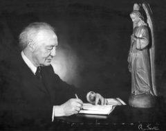 Marius Barbeau rédigeant devant un ange thuriféraire sculpté en 1925 par Louis Jobin