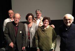 De gauche à droite: M. Fecteau, fils, lui-même commandant de bord, Thomas Fecteau, pilote de brousse, vedette du film, sa fille, Denis Boivin, le réalisateur, Lise Cyr, l'animatrice et Bernard Genest.