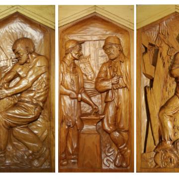 Quelques-uns des hauts reliefs que Médard a sculptés en 1942 et 1943 pour décorer son salon: «Le berceau d'une race», «Le défricheur», «La forge», «Justice» et «Le fardeau des guerres», en bois de pin